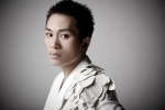 Tùng Dương lần đầu thể hiện 'Chiếc khăn Piêu' với dàn nhạc giao hưởng