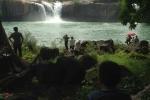 Tìm thấy thi thể nam thanh niên bị nước cuốn khi chụp hình trên đỉnh thác