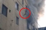 Đứng tim cảnh cháy nhà, mẹ thả 3 con nhỏ từ tầng 4 xuống