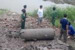Hà Nội: Phát hiện bom tấn giữa hồ Linh Đàm
