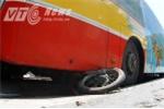 Xe bus mất lái, đè bẹp hàng chục xe máy trên phố Hà Nội
