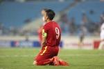 Công Vinh nóng giận đánh cùi chỏ vào mặt cầu thủ Iraq