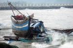 Cứu 18 ngư dân chìm tàu ở Trường Sa