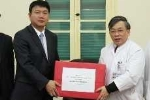 Bộ trưởng Thăng chúc tết cán bộ, bệnh nhân BV Việt Đức