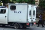 Vợ Dương Chí Dũng đuổi theo xe chở chồng khi rời tòa