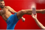 Video: Xót lòng iPhone 6S và 6S Plus bị hủy diệt dưới tay võ sĩ vô địch UFC