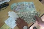 Mang hàng ngàn USD đi đá gà giữa Hà Nội