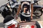 Hà Nội: Thanh niên phê thuốc, 'thích' mang dao ra đường