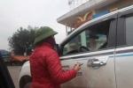 Nghệ An: Tài xế bất bình vì chịu thêm 'phí' đỗ xe trên đường