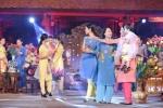NSND Như Quỳnh nền nã, trẻ trung trong tà áo dài của NTK Quang Huy