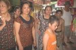 Hà Nội: Sau tiếng súng nổ, dân quây trụ sở xã