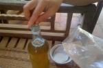 Phanh phui cách làm mật ong giả đầu độc người dùng