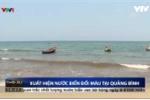 Video: Xuất hiện dải nước lạ màu đỏ dọc biển Quảng Bình