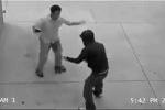 Clip: Giữa đường gặp cướp, sợ đến mức tè ra quần