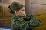 Vẻ đẹp ngỡ ngàng 'bóng hồng' Ukraine ly khai khi trút bỏ quân phục