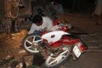 Bị CSGT truy đuổi, nam thanh niên tông thẳng xe ủi
