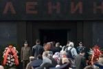 Võ sỹ Mỹ và phái đoàn Đảng Cộng sản Nga viếng lăng kỷ niệm sinh nhật Lenin