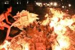 Clip: Người Việt đốt hàng trăm tỷ đồng cho tháng 'cô hồn'