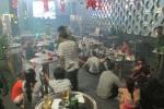 200 cảnh sát đột kích quán bar lúc tảng sáng