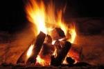 Giận vợ, ném con gái 6 tháng tuổi vào đống lửa ngùn ngụt