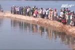9 học sinh chết đuối: Phụ huynh gục ngã đau đớn bên bờ sông