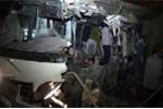 Clip: 2 xe khách tông trực diện, 10 người chết tại chỗ