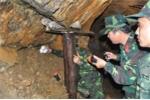 Tận mắt chiến dịch truy quét 'vàng tặc' trên núi Cà Nhút
