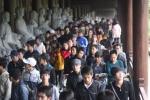 Hàng vạn người khai hội tại ngôi chùa lớn nhất Việt Nam