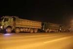 Cắt thùng 5 xe quá tải 'đại náo' đại lộ Thăng Long