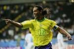 Ronaldinho ký nhận sang Việt Nam thi đấu