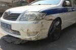 Trộm xe công vụ bỏ trốn, đâm vào trạm thu phí