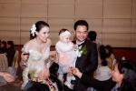 Trang Nhung rạng rỡ bế con gái bên chồng trong ngày cưới