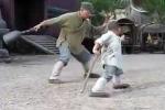 Video: Tiểu hòa thượng Thiếu Lâm 'dạy' Thành Long tuyệt kỹ múa gậy