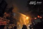 Quán karaoke cháy ngùn ngụt, huy động cả xe đặc chủng của CSCĐ chữa cháy