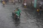 Mưa ngập, cửa ngõ sân bay Tân Sơn Nhất lại ùn tắc