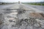 Cầu, đường xuống cấp nghiêm trọng: Lỗi của ai?