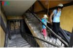 Clip: Nhà tập thể ngả nghiêng, nứt toác ở Hà Nội