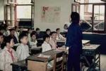 Giáo viên phạt học sinh tụt quần trước lớp