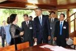 Ảnh: Tổng thống Obama thăm Nhà sàn Chủ tịch Hồ Chí Minh