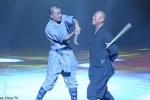 Video: Kinh ngạc xem nhà sư Thiếu Lâm dùng cổ đập tan gậy gỗ