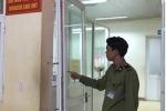 Phó chủ tịch xã giật bung cửa bệnh viện