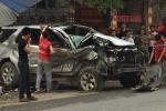 Xe Fortuner lật ngửa giữa đường, 5 người thương vong