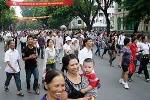 Ngày thứ 2 Đại lễ: Trung tâm Hà Nội ngày nắng đêm mưa