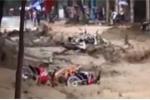 Video: Lũ quét như đại hồng thủy, cuốn phăng mọi thứ ở Điện Biên