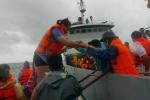 Video: Những hành khách cuối cùng mắc kẹt ở Cô Tô trở về đất liền