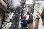 Lao vào dập lửa, người đàn ông mắc kẹt trong căn nhà cháy nghi ngút