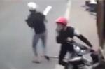 Hai 'cẩu tặc' dùng mã tấu cướp xe máy trên đường tháo chạy