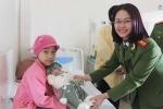 Cán bộ, học viên học viện Cảnh sát chia sẻ niềm vui cùng trẻ em ung thư