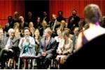 Video: Phu nhân chủ tịch Trung Quốc hát dân ca ở Mỹ