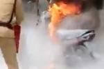 Bị CSGT xử phạt, 'xin xỏ' không được phóng hoả đốt xe